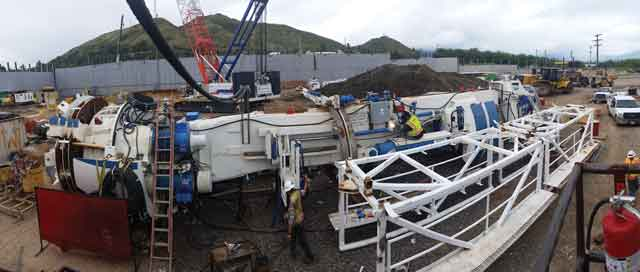 A wide angle view of the assembly of the 3.96 m diameter Robbins Main Beam TBM.
